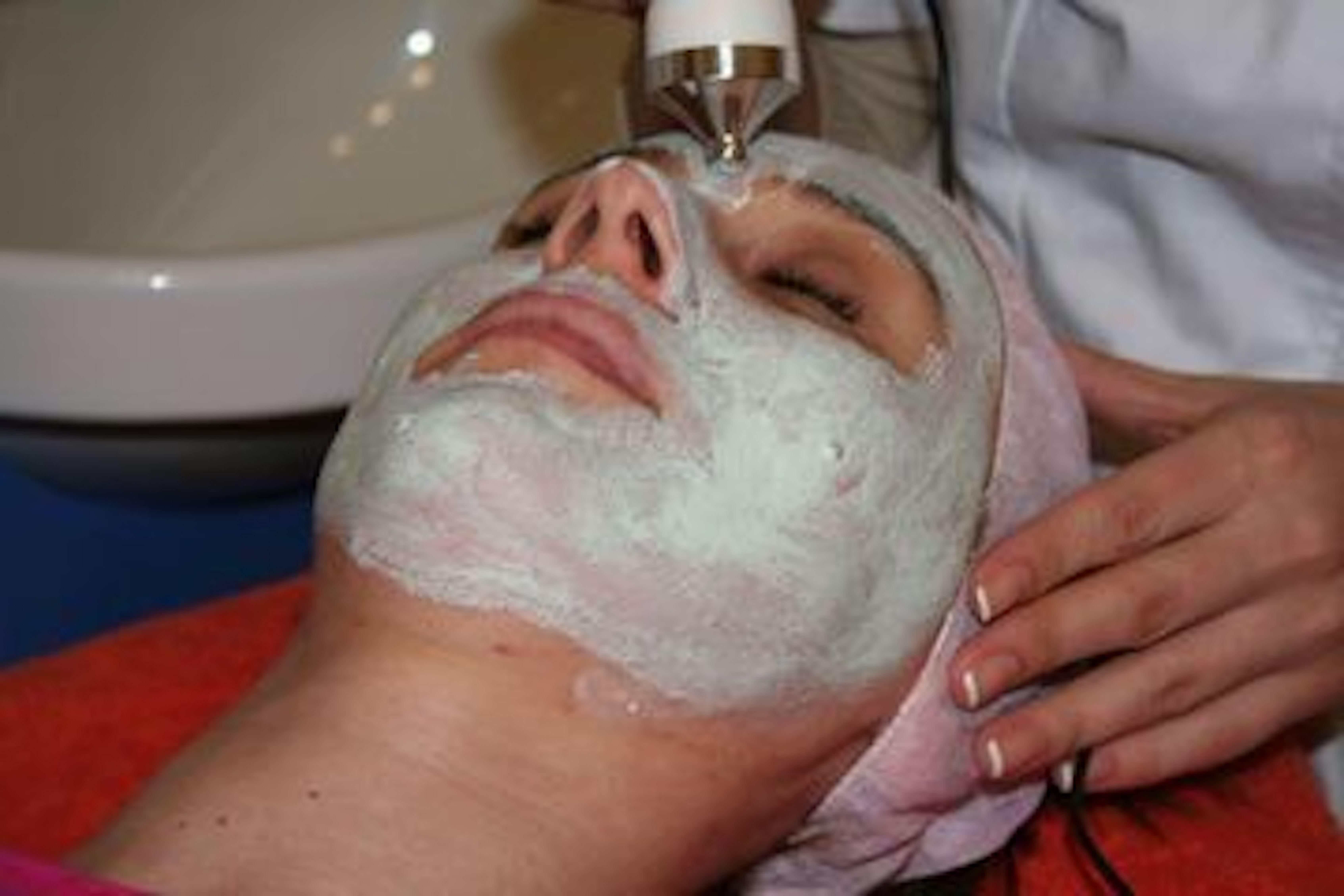 face-mask-1435136.jpg